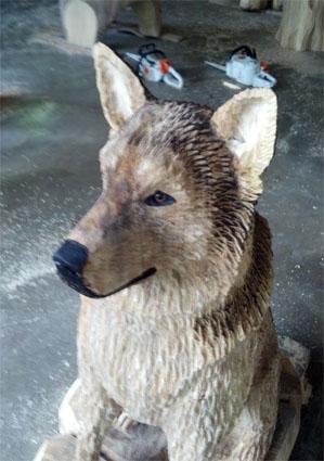 holzkuenstler schaeferhund malamut wolf kettens gen fuchs motors gen holz figuren holger baer. Black Bedroom Furniture Sets. Home Design Ideas